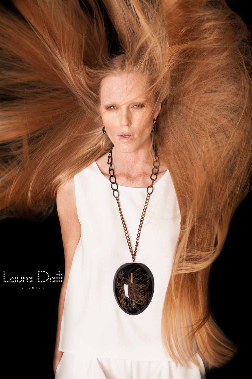 Laura Daili 'Blossom' jewelry, model Rasa Ciune, foto Dalia M Photography (5)