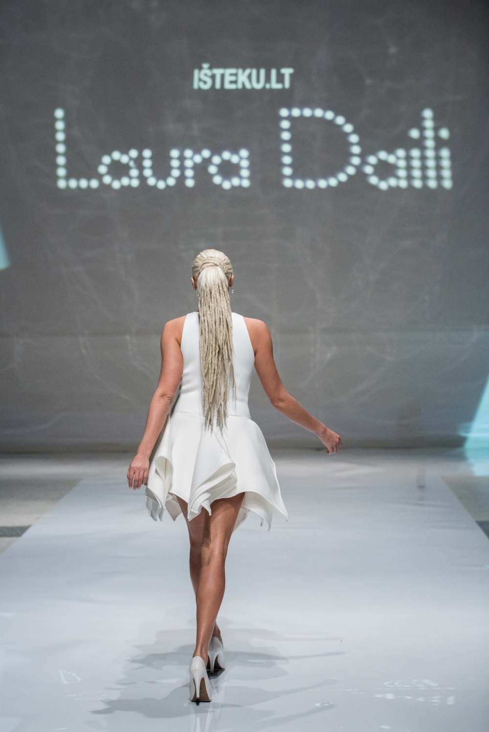 Laura Daili Bridal Collection 2017 Isteku lt (3)