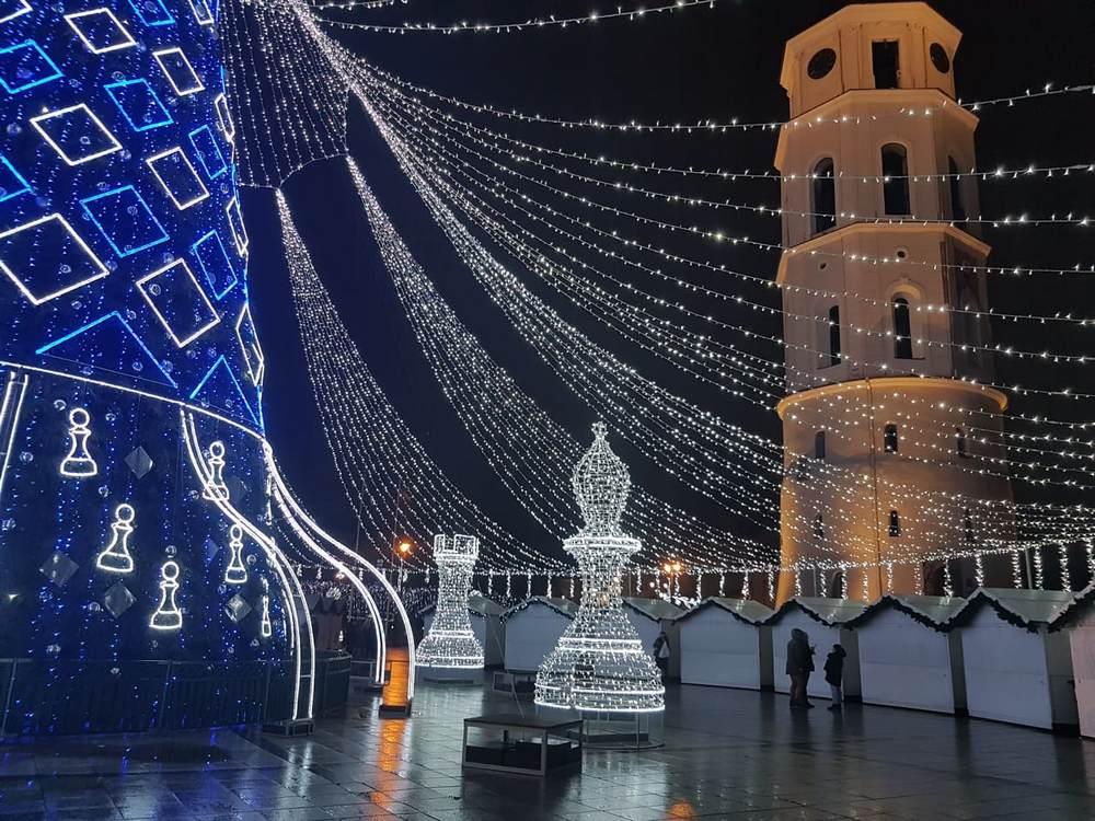 naujametinis sveikinimas laura daili su naujais metais, happy new year, christmas tree vilnius lithuania (1)